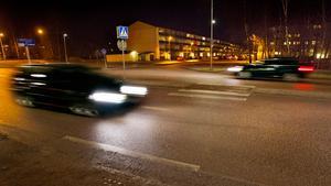 OLYCKAN. En 61-årig kvinna blev svårt skadad när en bil körde på henne i höjd med Norra Skjutbanegatan.