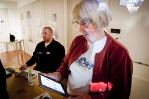 Siv Parmlind fick en läsplatta när hon fyllde 75 och är redan en flitig användare.
