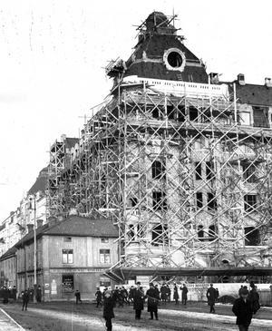 1912. Centralpalatset formas.