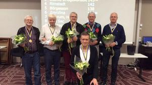 Lag Östberg från Stockholm/Karlstad tog årets SM-titel för lag. Bakom lagkaptenen Johnny Östberg står från vänster Tommy Gullberg, Anders Morath, Christer Bjäring, Anders Berglund och Mats Axdorph.