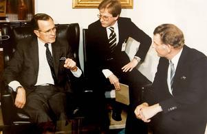 Fälldin träffar USA:s vice president Georg Bush den äldre. Året är 1983.