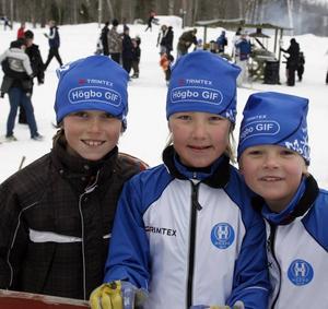 Emil Hedlund, Emil Danielsson och Anton Mäkinen i Högbo GIF skulle åka 2,5-kilometersdistansen.– Det gäller att köra så det ryker i början och sedan köra ännu snabbare, förklarade Emil Hedlund sin taktik inför loppet.