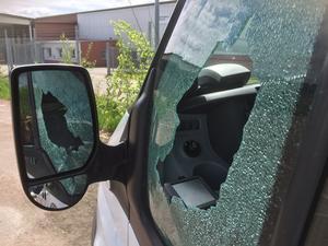 Taxibilar utsattes för stenkastning på Tjärna Ängar på fredagskvällen.