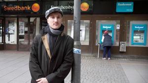 Axel fick sin identitet stulet och bankkontot länsat.