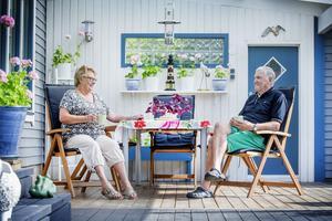 Ann-Marie och Lasse Jacobsson trivs lika bra i sitt sommarparadis i dag som för 46 år sedan, när de flyttade in.