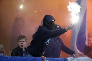 Nästa vår är det stopp för maskerade män på svenska idrottsarenor. Inrikesminister Anders Ygeman har lagt ett skärpt lagförslag som nu skickas ut på remiss.