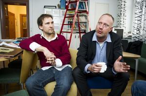Projektledaren Jonas Andersson tillsammans med Christoffer lundström, vd på företaget Orca som levererar kursmaterial och lärarkompetens.