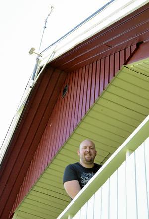 På taknocken. Där sitter nu Fredriks Kjellbergs väderstation som går att följa på internetadressen http://bote.se/vader/.BILD: MARIA ANDRÉASSON
