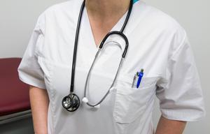 Alkoholproblemen gjorde att sjuksköterskan fick en prövotidsplan – som hon inte följde.