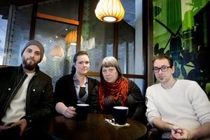 Basel Alahmad, Emma Rydén, Lena Hagbohm och Elias Lodin manifesterar mot regeringens asyllag på torsdag.