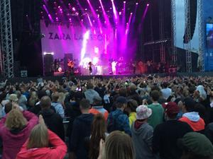 Nöjeskrönikören Mohamed Touzari rapporterar från Bråvalla.