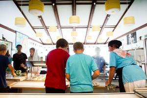Under veckan får Östra skolan sin mat levererad från Norrtull. Efter årsskiftet blir det permanent.