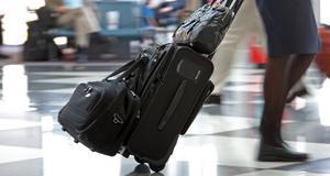 Att ha flera extraväskor blir dyrt på lågprisflygen.