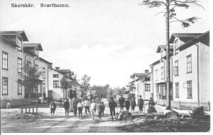 Svarthamn, längs fortsättningen på Östra Vägen.