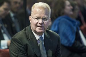 Finansmannen Fredrik Lundberg är skäligen misstänkt för att ha mutat personer under ett antal arrangerade jakter.