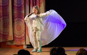 Matilda Kallio sjöng tillsammans med Gustav Löfberg sången