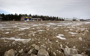 På grund av tomtens form byggs butik och lager isär i Hudiksvall. Konceptet är annars att de hänger ihop.