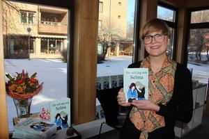 Elin Pettersson var först att släppa bok på bokmässa i Falun. Och berättade om tillkomsten för publiken.
