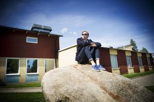 Ole Nyberg vill se en debatt om skolan. Vad är viktigast för kommunen – är det en fungerande skola, eller går kulturkvarteret och Brotorget som såldes och köptes tillbaka före?