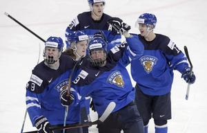 Jesse Puljujärvi, till vänster, är JVM:s största stjärna.