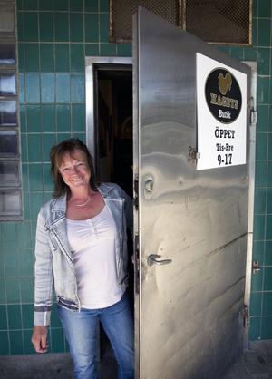 Nära kunden. Det vill Jenny Lundgren, ägare av Hagby gård och fågel. vara och har därför också butiksförsäljning. Foto: Tony Berglund