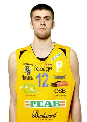 En 202 centimeter lång forward som finns med i Sveriges trupp till EM-slutspelet för U20 på Kreta. Där har ni Jämtland Baskets senaste förvärv. Det handlar om Jesper Eliasson, som i fjol snittade 17 minuter för Solna.