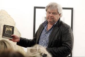 Lars Bolin berättade om Carl-Göran Ekerwalds författarskap och berömde hans essäistik.