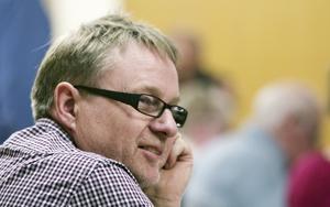 Sverigedemokraten Stig Pettersson motsatte sig tillsammans med sina två partikamrater att Sura skulle ta emot fler ensamkommande.