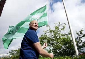 Norrporten flaggar om till Castellum. Jörgen Lundgren hissade själv den återstående flaggan.