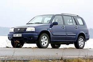 Foto: OLLE HILDINGSON Välväxt. Suzuki Grand Vitare XL finns både i femsitsig och sjusitsig version. Det rejält ökade axelavståndet är välgörande för bilens uppträdande ute på vägen.