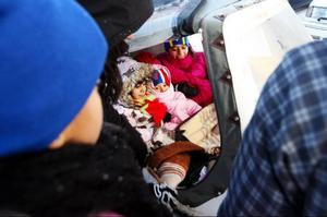 Ett 20-tal barn samlades för att åka skoter för första gången.