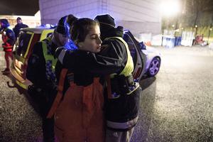 Idén att ungdomar ska få testa att agera som blåljuspersonal kommer från Göteborg. Nu tillämpas samma idé i Örebro. Som avslutning samlades de tolv ungdomarna på brandstationen för att testa sina kunskaper vid en fejkad trafikolycka.