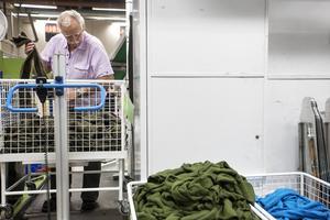 Leif har jobbat fem dagar i veckan i 45 år på samma arbetsplats.   – Det är klart att man blir less ibland, men tiden rullar på.