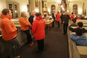 Samling i kyrkan dit också ett nittiotal ungdomar och tjugo vuxna tittade in under Valborgskvällen.
