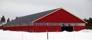Svegs Ryttarförenings nya ridhus har nu fått väggar och tak och nu börjar man planera för den framtida verksamheten.  Foto: Leif Eriksson