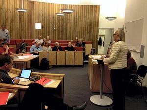 Ledamoten i kommunfullmäktige, Ylva von Scheele (M), berättar om Sydnärkes utbildningsförbund, SUF.