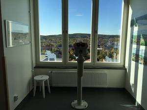 Högst upp i lasarettsbyggnaden ligger det nyrenoverade patienthotellet.