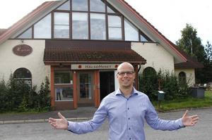 Jonas Olerts fastighetsbolag bygger den nya Padelhallen där även Besikta Bilprovning kommer att ha sin verksamhet i en del av byggnaden.