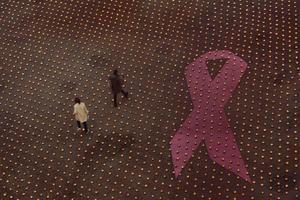 Ljusmanifestation i Stockholm för att samla in pengar till cancerforskningen.