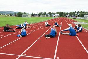 Stretchning under träningspass den 14 juli 2016.