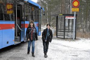 Här vid Nydalens vändplats skulle bussföraren släppt av de båda skoeleverna.