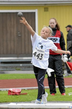 KFUM Öreros Linnea Holm satte personligt rekord, tre gånger om i kulstötningsringen.