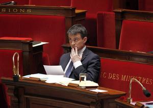 Bekymmersamt . Den franske premiärministern  Manuel Valls har problem med att hålla ihop regeringen och få stöd för ett åtstramningspaket.