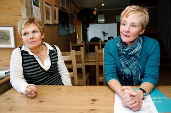 """Ann Larsson (till höger) tycker att många Jämtlänningar glömmer bort det som länet faktiskt har att erbjuda. """"Vi har is, kyla och eländigt väder. Många andra tycker det är ganska exotiskt"""", säger hon."""