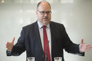 LO-ordföranden Karl-Petter Thorwaldsson presenterar förslaget
