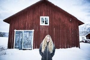 Ibland är fantasi och älghorn huvudingredisenser i Sofa Ekenlunds bilder.