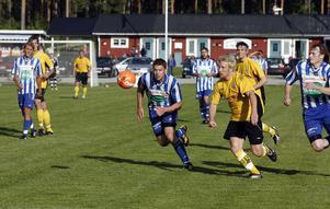 Niklas Holm på väg igenom i en match mot Trönö tidigare i år.