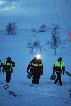 Att vara fjällräddare är ett fysiskt och psykiskt utmanande jobb. Man jobbar ofta i kyla, mörker och snöstorm.