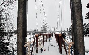 Någon gång runt den 20 juni innan Vansbrosimningen ska bron stå klar.