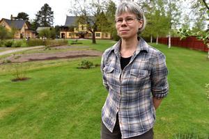 Annika Lindgren framför Zorngården.